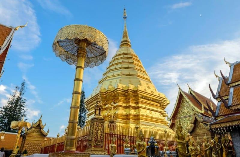 金の仏塔が美しい ワット・プラタート・ドイ・ステープ(外観)