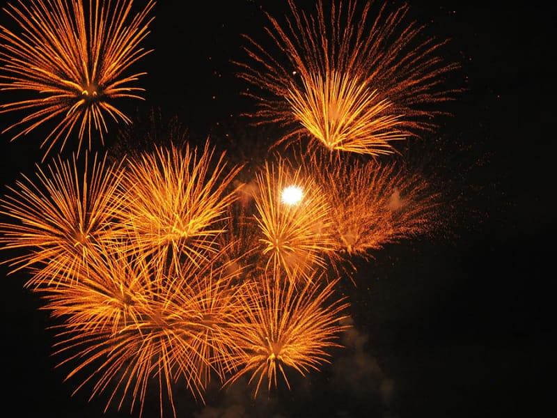 ライブにイベントに盛り上がる『神宮外苑花火大会』