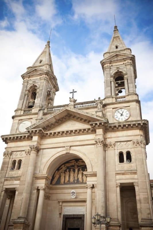 63462:アルベロベッロを代表する教会、サンティ・メディチ・コズマ・エ・ダミアーノ聖堂