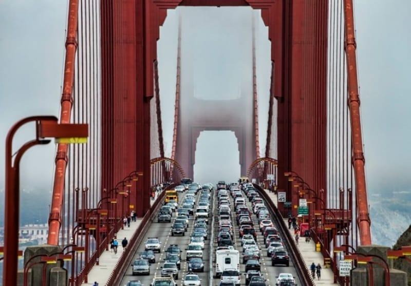 北のマリン郡とサンフランシスコを結ぶ交通の要