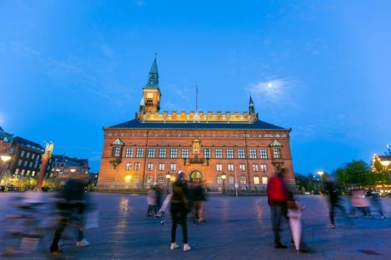 堂々たる存在感のコペンハーゲン市庁舎