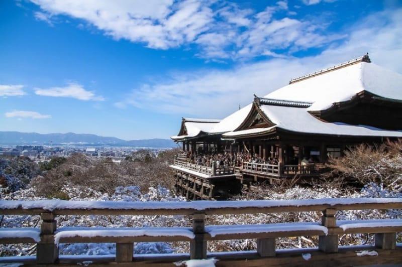 雪景色も美しい清水寺