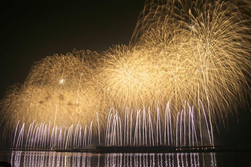 1時間に1万発!九州唯一の3尺玉も!『さつま黒潮きばらん海枕崎港まつり花火大会』