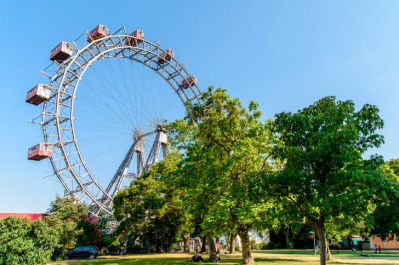 ヨーロッパで一番古い遊園地、今では市民の憩いの場に