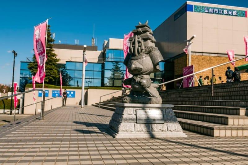 お土産や郷土料理の弘前市立観光館