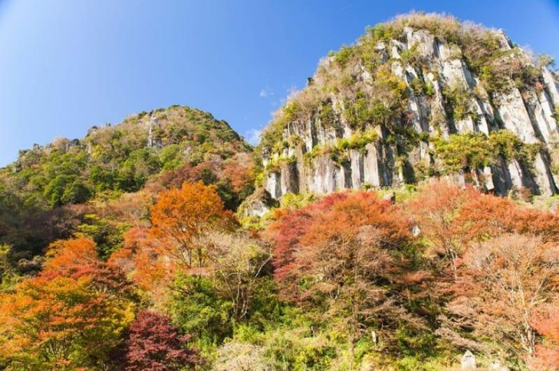 奇岩と紅葉の競演・肥後耶馬渓