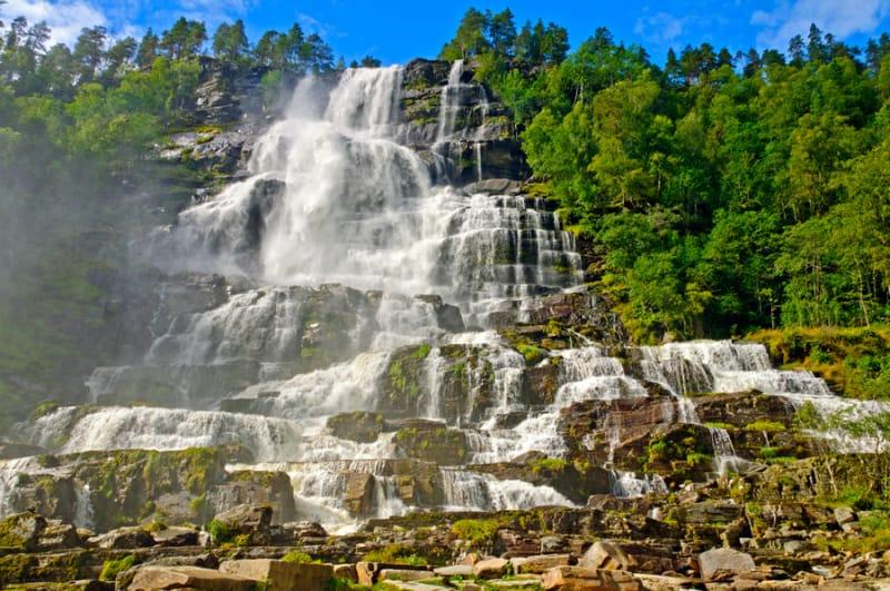 別名「若返りの滝」『ツヴィンデの滝(Tvindefossen)』