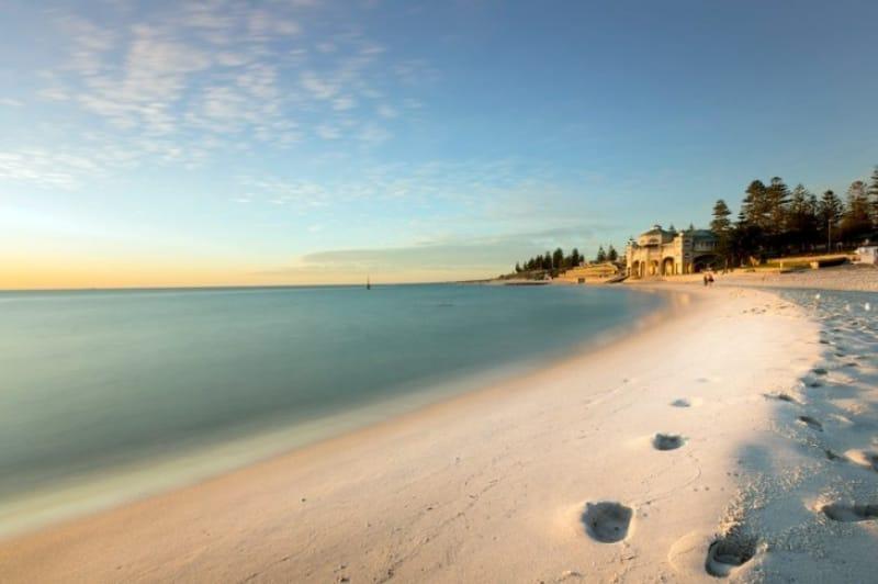No.7 空の青、白砂のコントラストが美しいコテスロービーチ