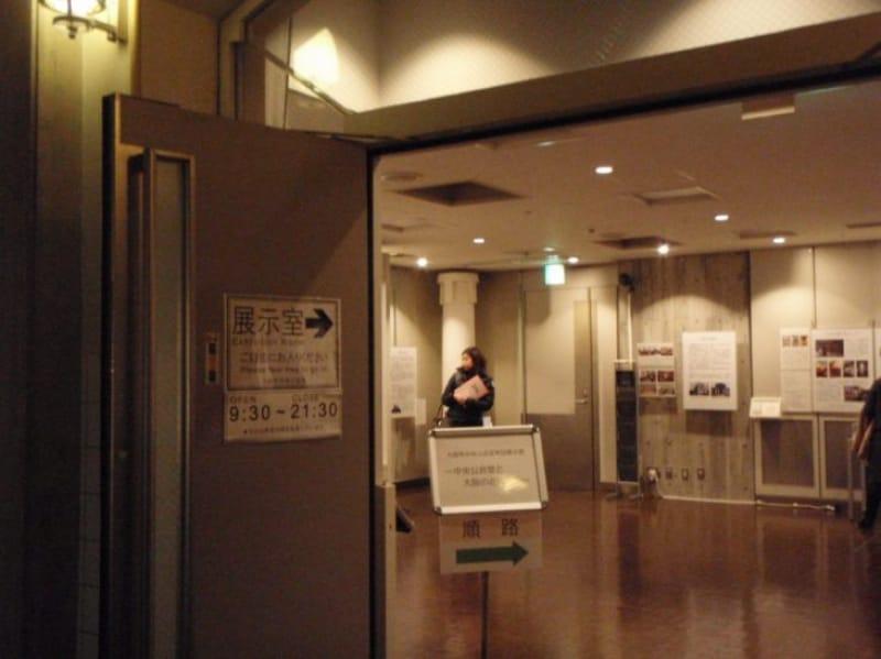 97010:創建当時のレンガの壁を触れる展示室