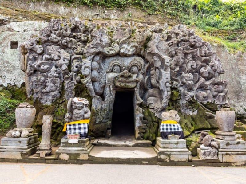 神秘的な洞窟が広がるゴア ガジャ