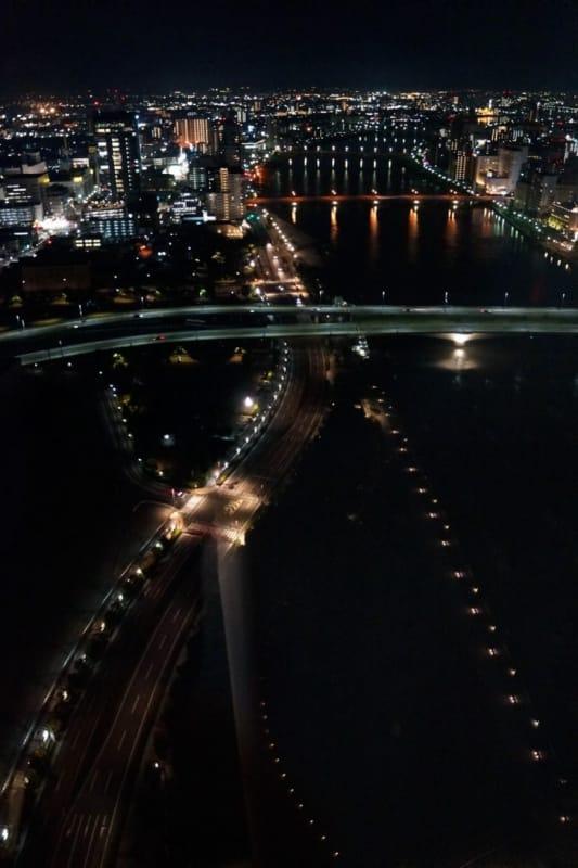 新潟市の朱鷺メッセ展望台周辺から眺めた新潟市の夜景です。