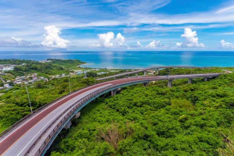 神様の島へと続く・沖縄〈ニライカナイ橋〉