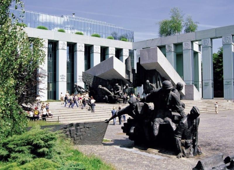 ワルシャワ市民の勇気と悲しい歴史を体感!ワルシャワ蜂起博物館