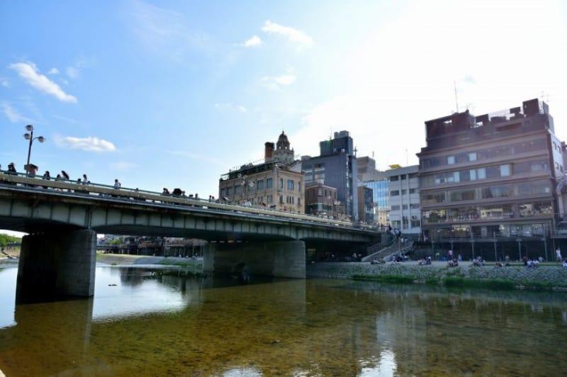 四条大橋は八坂神社のための橋?