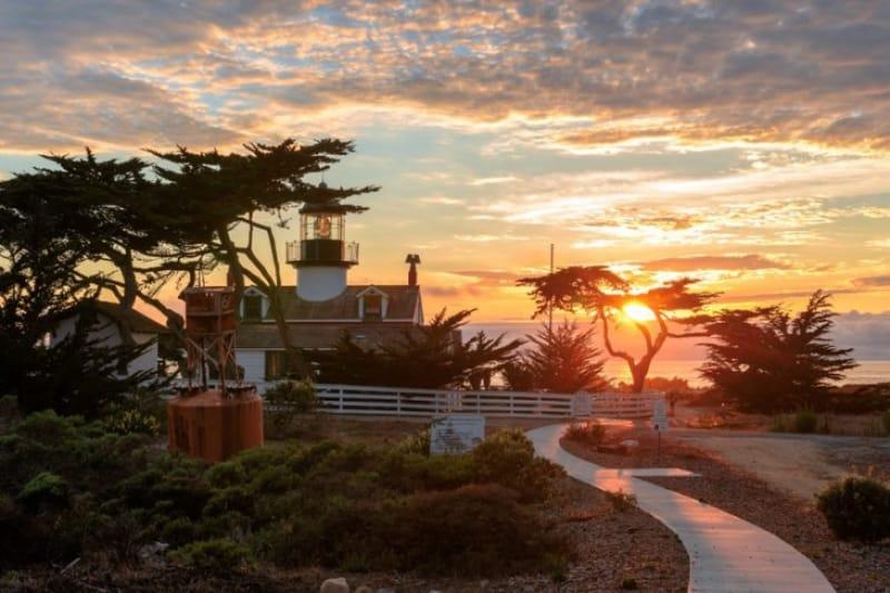 西海岸最古の現役灯台の見守るポイントピニョス岬