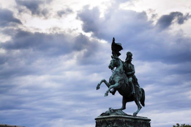 皇帝カール6世が死んでオーストリア継承戦争が起こりました