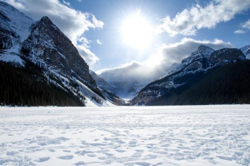 バンフ国立公園冬のルイーズ湖