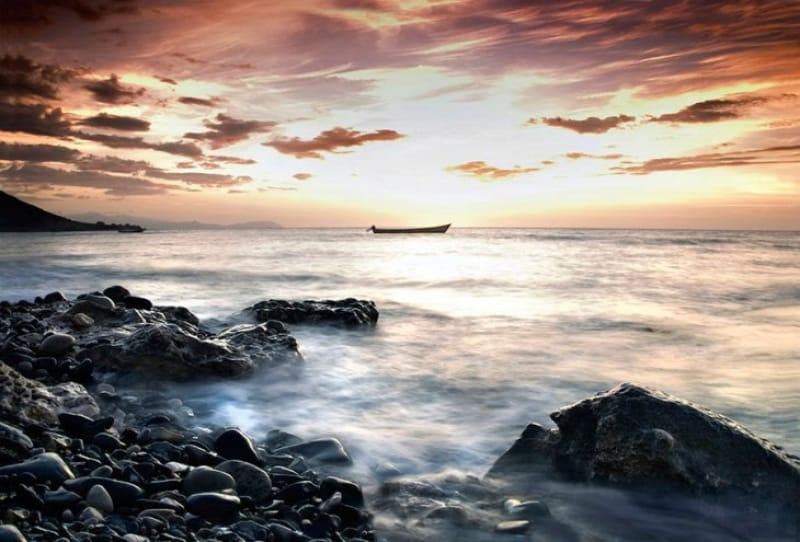 1日の終りを告げる海
