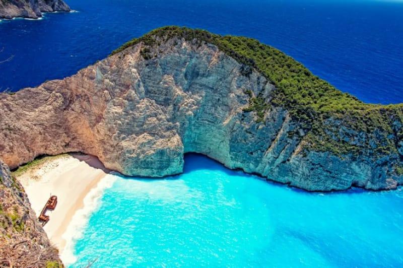 難破船が眠るザキントス島の『ナヴァイオビーチ』