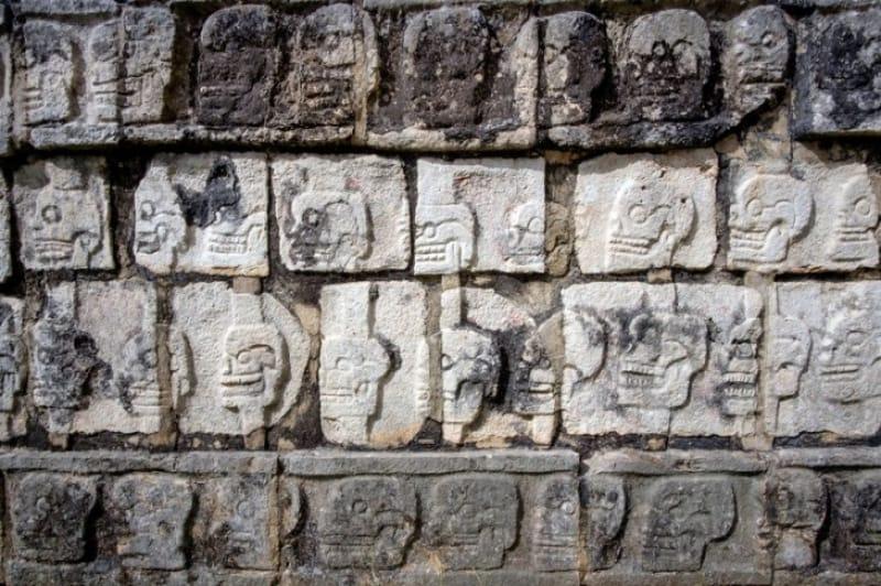 チチェン・イッツァに残る生贄の台座、ツォンパントリ