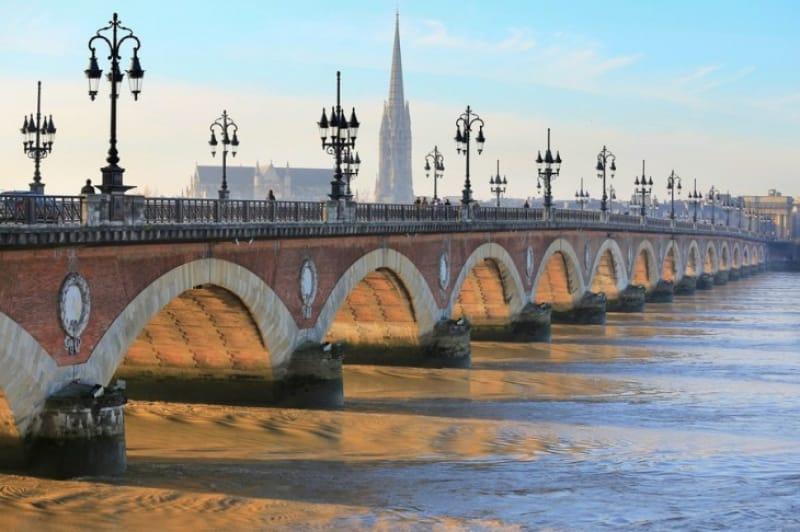 石造りが美しいボルドー最古のピエール橋