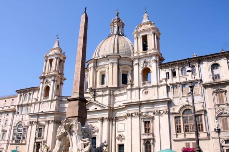 12才で殉教した聖アグネスをまつる「サンタニェーゼ・イン・アゴーネ教会」
